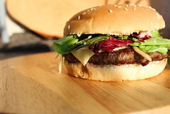 """[소비자이슈] """"편의점 햄버거, 나트륨·지방 1일 기준치 40~50%"""" - SR타임스"""
